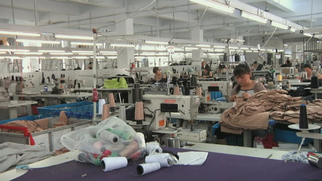 ws women working in textile factory / ningbo, zhejiang, china - 服装点の映像素材/bロール