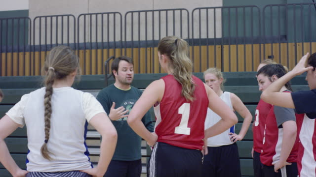 women's basketball team huddles around the coach - 18 19 years stock videos & royalty-free footage