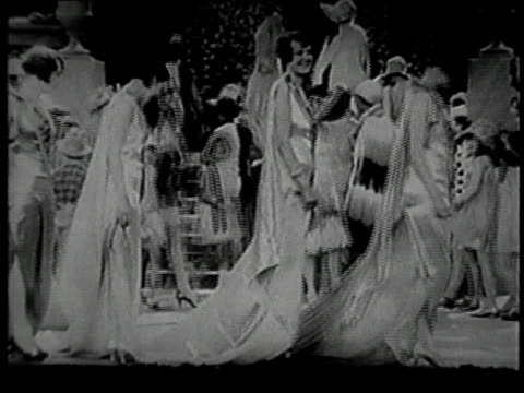 vidéos et rushes de women's fashion show / united states - 1928