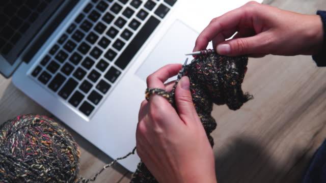 vídeos y material grabado en eventos de stock de pasatiempo femenino. crochet y punto. e-learning - tejer
