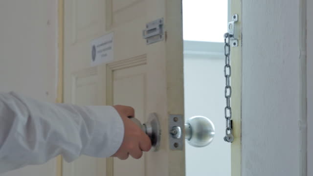 Women's Knock the door and Safety chain,Close