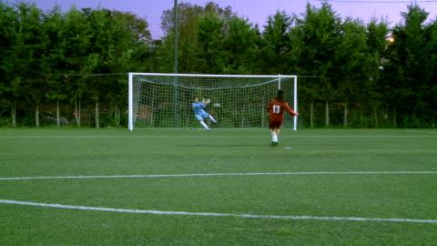 vídeos y material grabado en eventos de stock de ms womens playing soccer at penalty kick and doing goal / roma, italy - portería artículos deportivos