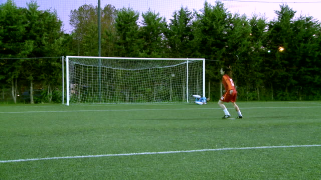 vidéos et rushes de ms womens playing soccer at penalty kick and doing goal / roma, italy - cage
