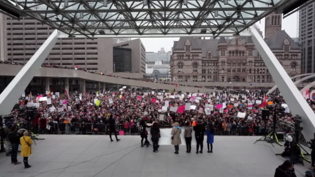 women's solidarity march claiming for more social justice and equality for female population in canada / they marched in solidarity with the... - social justice concept 個影片檔及 b 捲影像