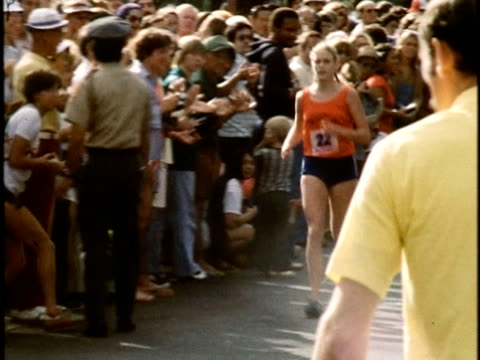 women's winner at the honolulu marathon kim merritt crossing the finish line cheered on by spectators/ oahu hawaii islands usa/ audio - 1976 stock videos and b-roll footage