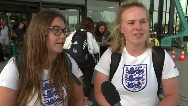 vídeos de stock, filmes e b-roll de women's world cup 2019 england preparing to take on usa in semifinal france lyon ext england fans departing airport vox pops - campeonato esportivo