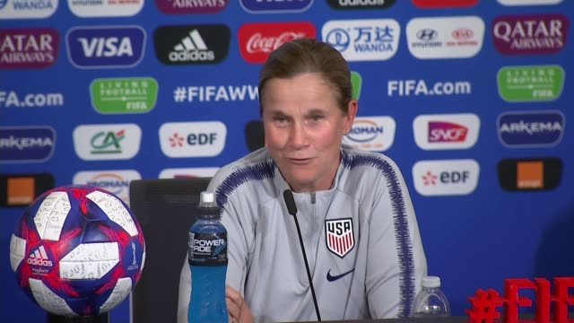 women's world cup 2019 england to face united states france auvergnerhonealpes lyon usa and england women's football team training / jill ellis and... - auvergne rhône alpes stock videos & royalty-free footage