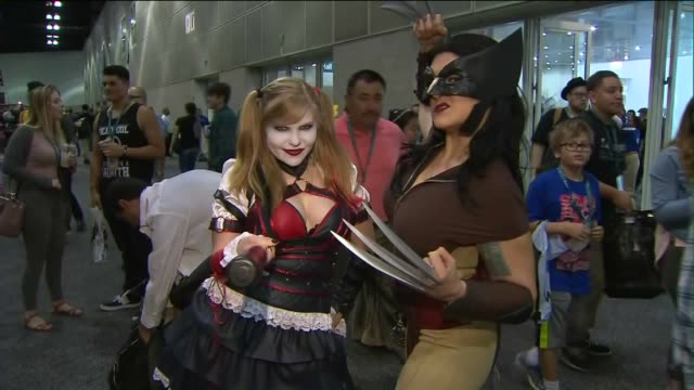 stockvideo's en b-roll-footage met ktla wondercon at the los angeles convention center - los angeles convention center