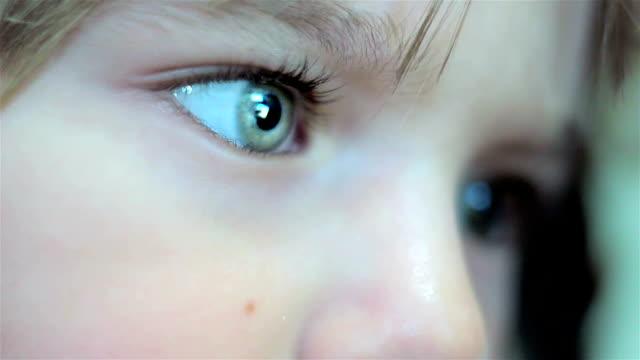 vidéos et rushes de magnifiques yeux pour les enfants - children only