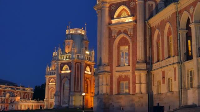 レニノの壮大な宮殿の素晴らしい景色。
