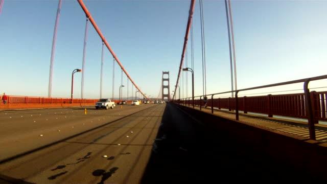 wonderlust - usa, road trip, gopro mounted on campervan whilst driving across golden gate bridge - ゴールデンゲートブリッジ点の映像素材/bロール