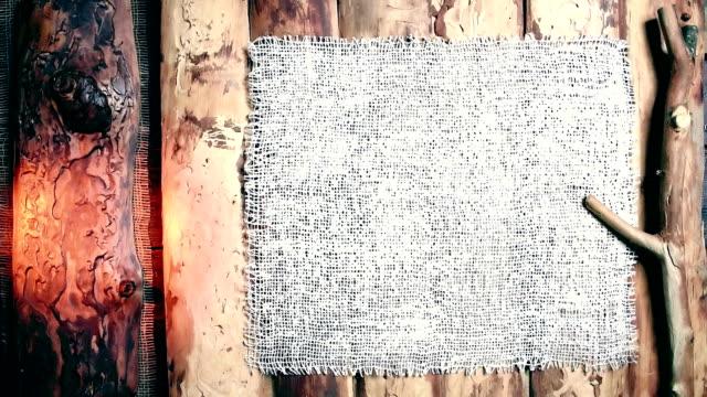 vídeos de stock e filmes b-roll de wood and burlap tframe - pine