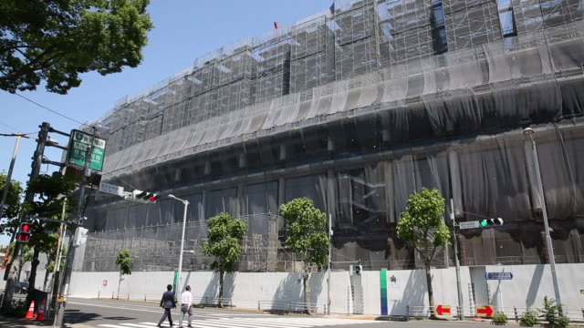 wood and steel composite frames to be used for the roof of the new national stadium a venue for 2020 summer olympics and paralympics in tokyo japan... - 建物の骨組み点の映像素材/bロール