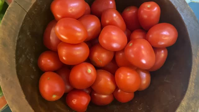 wood bowl full of roma tomatoes - wood grain stock videos & royalty-free footage