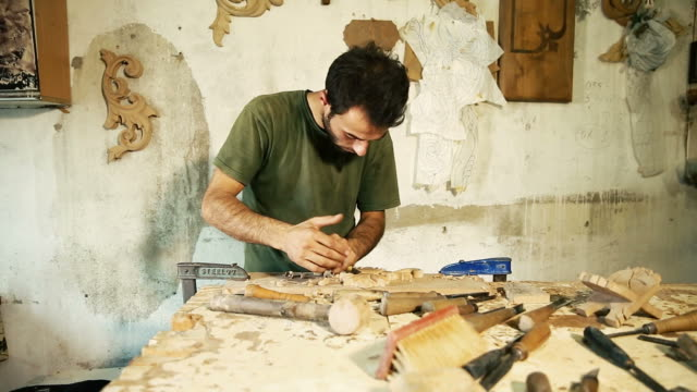 wood carving master works - close up video shooting - azerbaigian video stock e b–roll