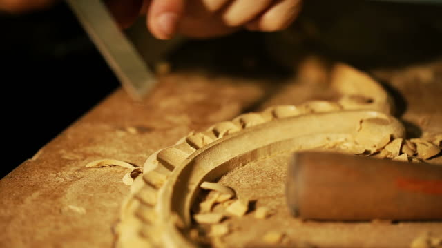 wood carving master works - close up video shooting - menschlicher finger stock-videos und b-roll-filmmaterial