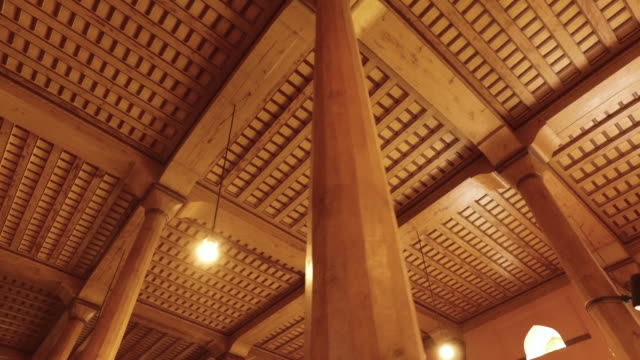 vidéos et rushes de wood ceiling and beams - sculpture produit artisanal
