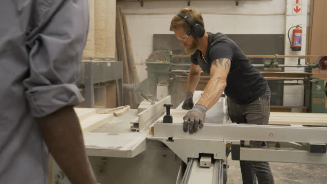 vidéos et rushes de wood workers in a furniture factory - bois