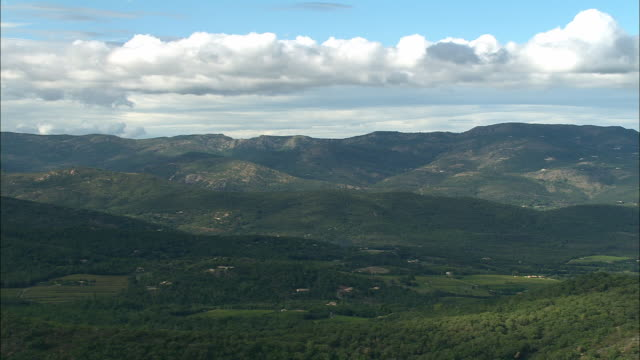 vidéos et rushes de aerial wooded hills north of saint-tropez/ var, france - var