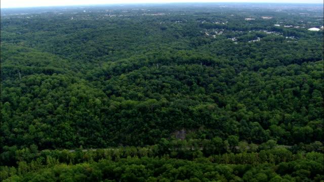 trädbevuxna landskap - flygfoto - maryland, howard county, usa - maryland delstat bildbanksvideor och videomaterial från bakom kulisserna