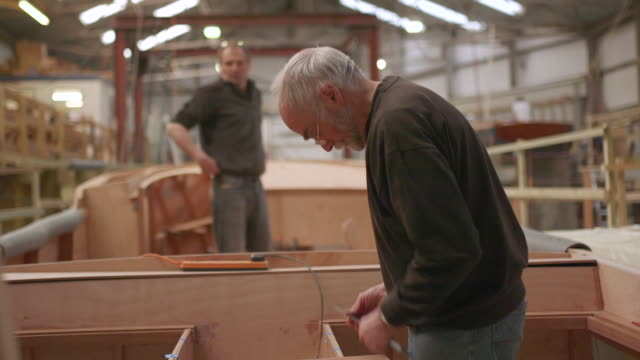 wooden boat and yacht craftsmen - pensionierung stock-videos und b-roll-filmmaterial