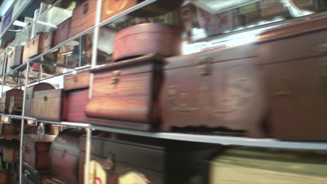 vídeos de stock, filmes e b-roll de ms pan wooden boxes in antique store, guangzhou, china - antiquário loja