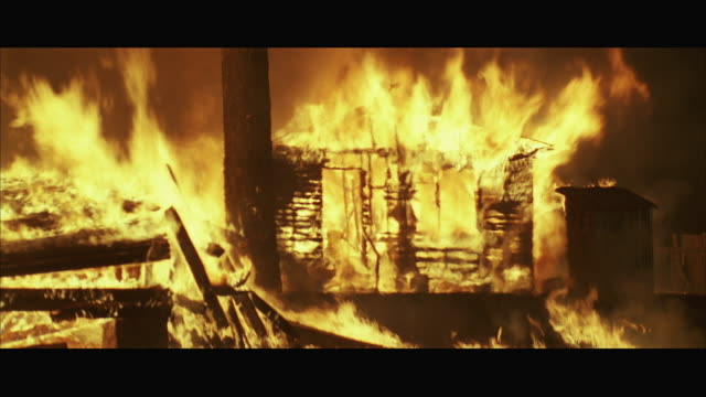 ws zi wooden house burning - burning stock videos & royalty-free footage