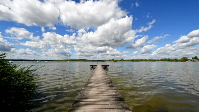 wooden jetty, inning stegen, ammersee, fuenfseenland, upper bavaria, bavaria, germany - inning stock videos & royalty-free footage