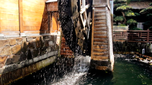 stockvideo's en b-roll-footage met wooden water wheel - groot