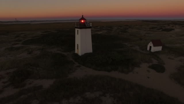 vídeos de stock, filmes e b-roll de farol de woodend ao pôr do sol - nova inglaterra