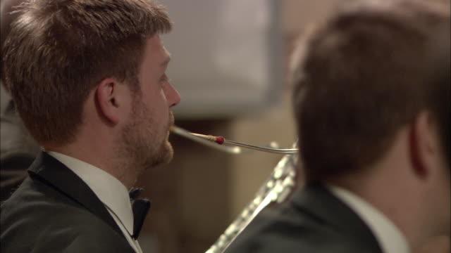 vídeos y material grabado en eventos de stock de cu r/f woodwind players performing in orchestra / london, united kingdom - directora