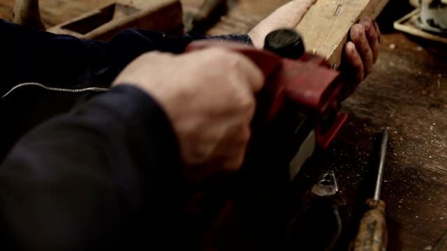 lavorazione del legno - braccio umano video stock e b–roll