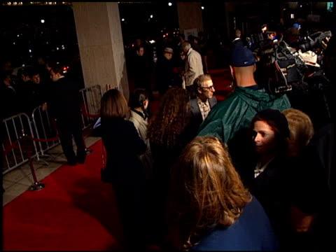 vídeos y material grabado en eventos de stock de woody allen at the 'deconstructing harry' premiere on december 5, 1997. - woody allen