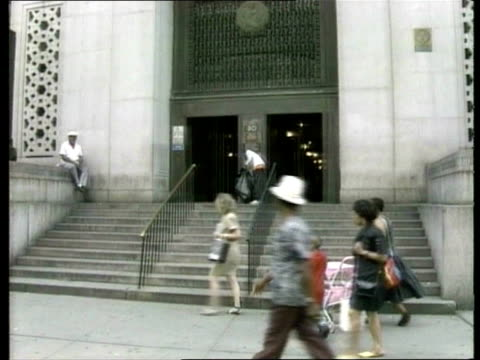 woody allen v mia farrow court case b new york state of new york court tilt down to entrance - woody allen stock videos & royalty-free footage