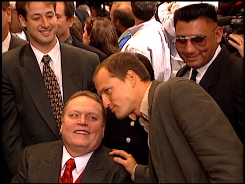 woody harrelson at the premiere of 'the people vs larry flynt' on december 2, 1996. - woody harrelson stock-videos und b-roll-filmmaterial