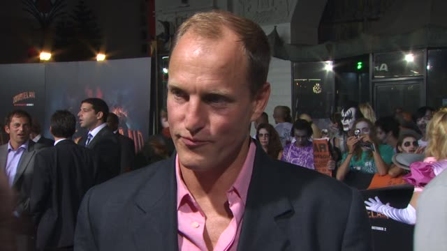 woody harrelson at the 'zombieland' los angeles premiere - arrivals at hollywood ca. - woody harrelson stock-videos und b-roll-filmmaterial
