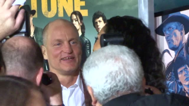 woody harrelson cory booker rosario dawson outside the zombieland double tap premiere at regency village theatre in westwood on october 10 2019 at... - woody harrelson stock videos & royalty-free footage