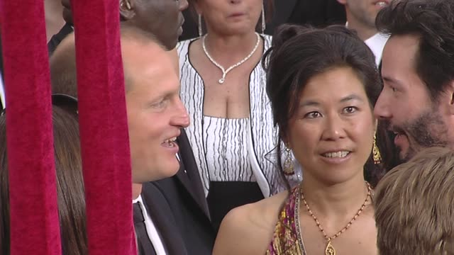 woody harrelson laura louie and keanu reeves at the 82nd annual academy awards arrivals part 2 at los angeles ca - woody harrelson stock-videos und b-roll-filmmaterial