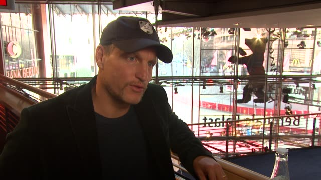 woody harrelson on spending time with the soldiers at the 59th berlin film festival: the messenger interview at berlin . - woody harrelson stock-videos und b-roll-filmmaterial