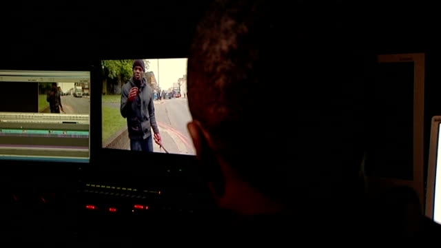 vidéos et rushes de exclusive video man with bloodied hands speaks at scene london int back view unidentified man interview sot - exclusivité