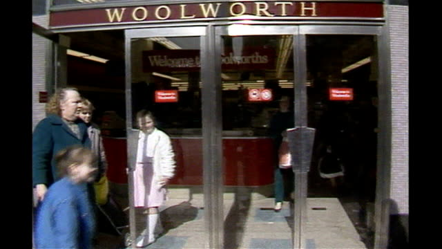 vídeos de stock, filmes e b-roll de woolworths' closing down sale begins / iceland agrees to buy 50 stores location and date unknown ext woolworth store shoppers outside store entrance... - woolworths