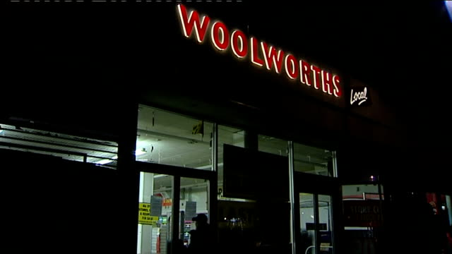 woolworths stores close down / shoppers grab last minute bargains; england: west london: portobello road: ext/night lights go out in woolworths store... - last stock videos & royalty-free footage