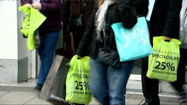 vídeos de stock, filmes e b-roll de woolworths stores to be sold woolworths bhs and debanhams shops sign in window christmas gift shop now in store / entrance to debenhams shop / people... - woolworths