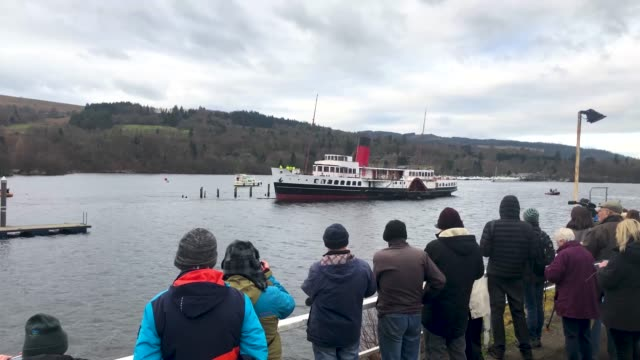 work is carried out to lift the paddle steamer the maid of the loch on january 10 2019 in ballochscotland loch lomond's paddle steamer maid of the... - loch点の映像素材/bロール