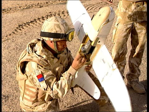 work of armoured reconnaissance squadron in helmand province: soldiers on patrol; scimitar along through desert; soldiers preparing small... - small stock videos & royalty-free footage