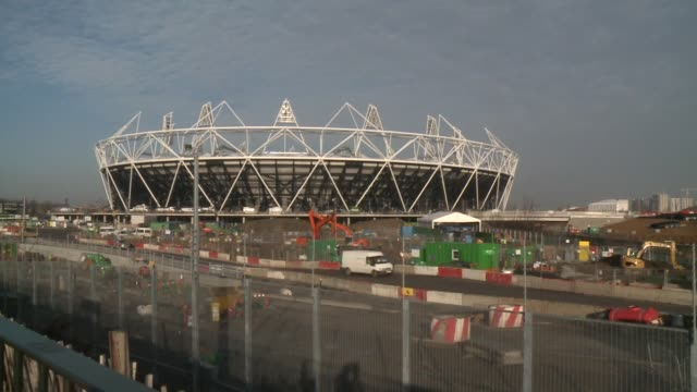 stockvideo's en b-roll-footage met work on the main venues for the 2012 olympic games in london are nearing completion, with organisers claiming they are 'on time and on budget'.... - assertiviteit