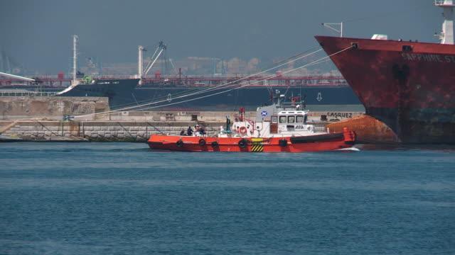 stockvideo's en b-roll-footage met workboat in shipping harbour - gibraltar iberisch schiereiland