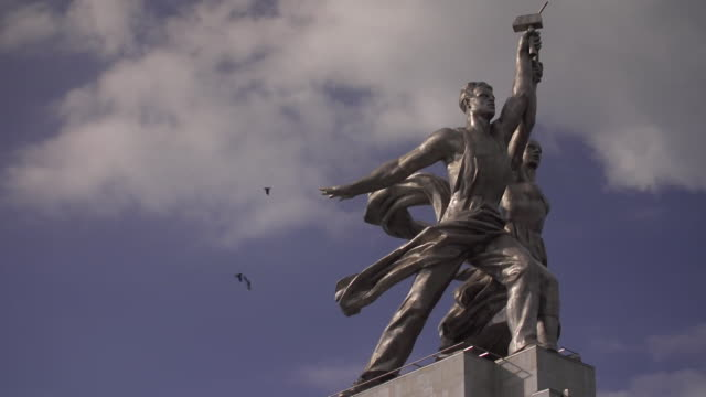 worker and kolkhoz woman statue in mosco depicts the soviet era of a woker and collective farm girl brandishing the hammer and sickle - history stock videos & royalty-free footage