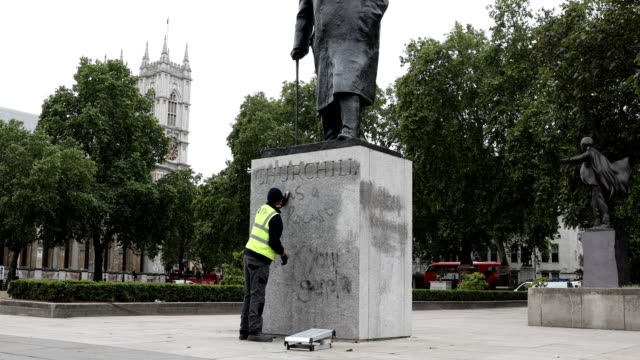 """worker cleans the churchill statue in parliament square that had been spray-painted with the words """"was a racist"""" on june 08, 2020 in london,... - statue stock videos & royalty-free footage"""