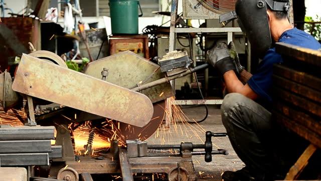 Arbeiter Schneiden steel